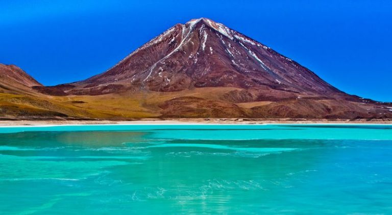 Keindahan Alam Laguna Hijau Potosi di Bolivia